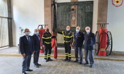 """La bandiera storica dei Vigili del fuoco di Monza torna a """"casa"""" dopo oltre 100 anni"""