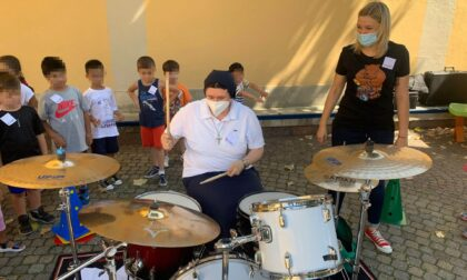Scuola Angelo Custode, anche le suore suonano la batteria