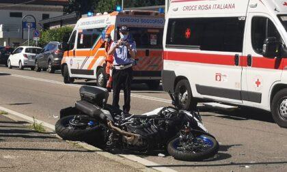 Incidente fra auto e moto, atterra l'elisoccorso