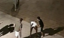 Risse, schiamazzi e rifiuti: i residenti di piazza del Linificio a Vimercate insorgono
