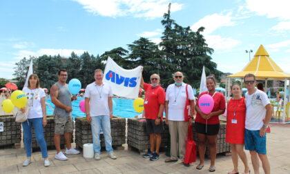 I volontari Avis oggi in piscina per reclutare nuovi donatori