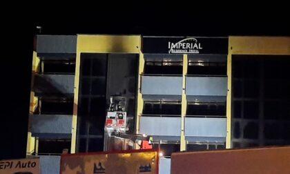 Muggiò, nella notte un incendio nell'ex Hotel Imperial