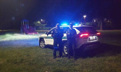 Schiamazzi e corse in motorino in piazza: la Polizia locale scende in campo anche di notte