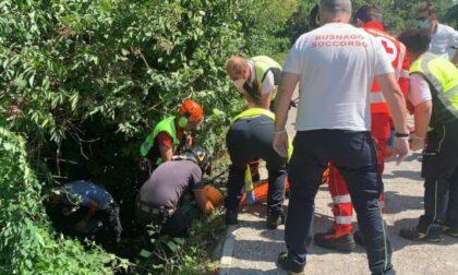 Cade in una scarpata, frate soccorso da pompieri ed elicottero
