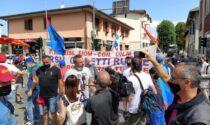 Lavoratori Gianetti in protesta: occupata la Saronno-Monza