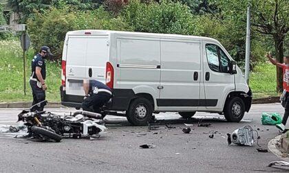 Scontro a Biassono tra un furgone e una moto: 33enne gravissimo