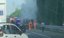 Furgone prende fuoco in Milano Meda: rallentamenti a Varedo