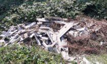 Chiamati per un principio di incendio i vigili trovano una discarica di eternit e rifiuti speciali