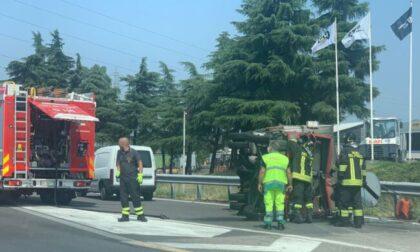 Furgone ribaltato in Tangenziale, intervento di soccorritori e pompieri