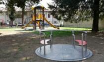 """Si intrufolano nel parco per festeggiare la fine della scuola, """"puniti"""" con lavori in biblioteca"""
