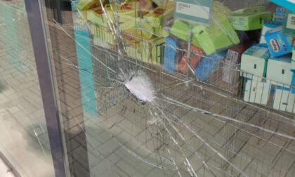 Tentativo di intrusione al Tigotà, dodici vetrine spaccate