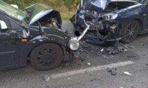 Frontale tra automobili: due persone ferite