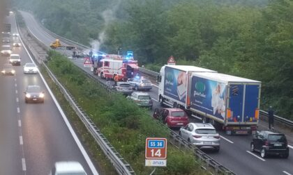 Auto in fiamme, Statale 36 chiusa in direzione Lecco