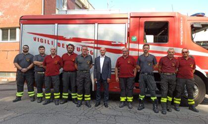 """Il """"grazie"""" ai pompieri che hanno domato l'incendio di Milano"""