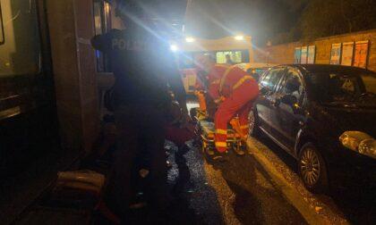 La Polizia interviene per una lite in strada: 33enne dà in escandescenze e rompe una vetrina con un pugno