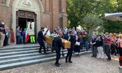 Chiesa gremita per l'ultimo saluto a Pino Motta