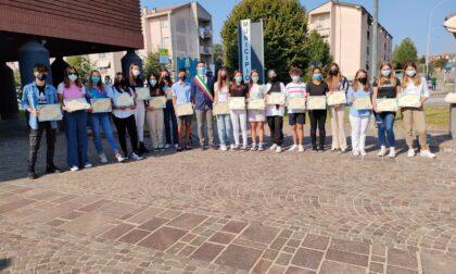 Sagra di Bernareggio, premiati i volontari storici della Pro Loco e consegnate le borse di studio