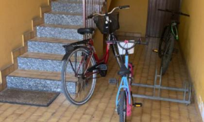 """Ruba una bicicletta in centro, ma lascia il suo """"rottame"""" alla vittima"""