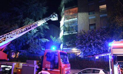 Incendio sul balcone di casa, ma l'anziana proprietaria non se ne accorge