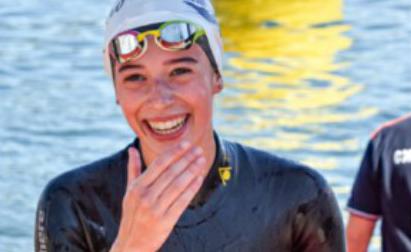 """Trionfa nella storica traversata del Lago Maggiore: """"La dedico a mamma, da Lassù ha nuotato con me"""""""