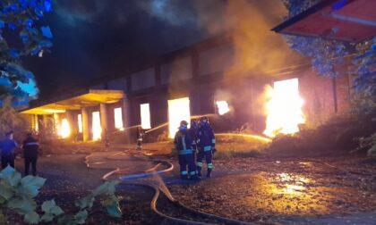 """Incendio ex area Snia, il Comune: """"Finestre chiuse ma niente allarmismi"""""""
