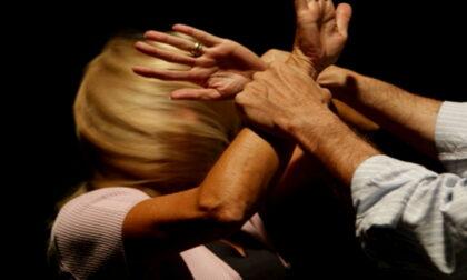Ex pugile picchia la sua compagna e le frattura due costole: arrestato