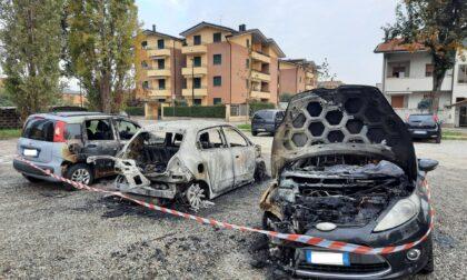 Bruciate tre auto in un parcheggio a Limbiate