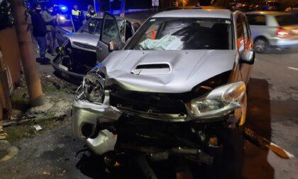 Schianto tra due auto, grave un 44enne