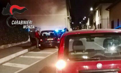 Ubriaca alla guida, sfascia l'auto contro il marciapiede: denunciata  e patente ritirata