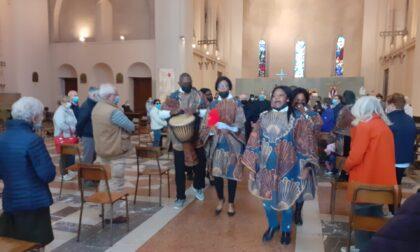 Canti e balli africani per l'ultimo saluto al don missionario - Il video