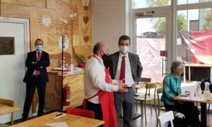 Il ministro del Lavoro Andrea Orlando a pranzo da PizzAut