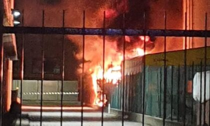 Paura a Villasanta, in fiamme un complesso di capannoni industriali