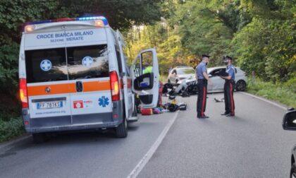 Perde il controllo della moto e si schianta contro un'auto: grave 44enne di Cornate