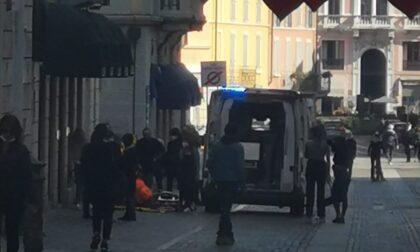 Pavimentazione sconnessa: 91enne cade e finisce in ospedale