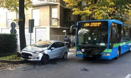 Incidente tra autobus e una macchina: ferite quattro persone