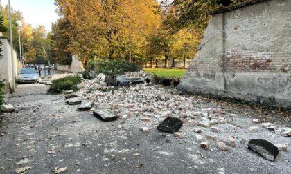 Crolla un muro di cinta a Monza, intervengono i Vigili del fuoco